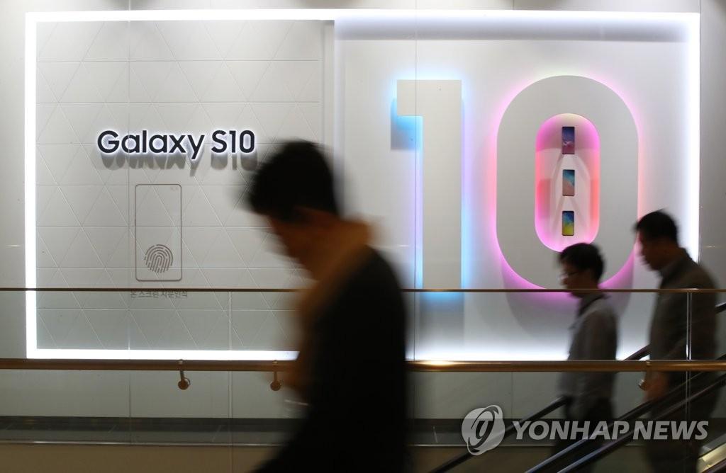 """Lợi nhuận Samsung quý 1 giảm 60%, màn hình thua lỗ, Galaxy S10 không thể """"gánh team"""""""