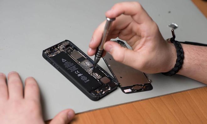 'Tự sửa iPhone sẽ rước họa vào thân'