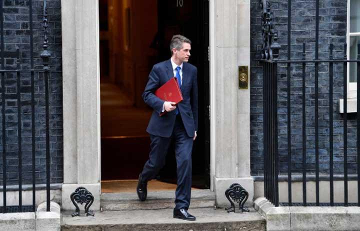 Bộ trưởng Quốc phòng Anh bị sa thải