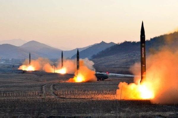 Vừa mới bắn loạt tên lửa xuống biển, Triều Tiên có lại tiếp tục thử nghiệm tên lửa hạt nhân?