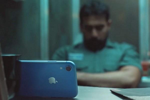 Apple khoe iPhone XR có pin trâu tới nỗi người dùng không còn đủ tỉnh táo để dùng
