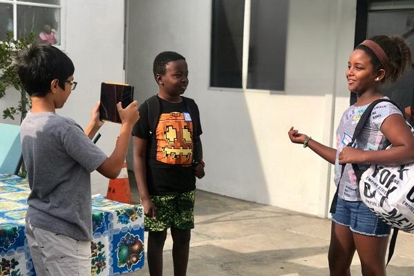 Phụ huynh Mỹ chi hàng nghìn đô la để cho con... học làm Youtuber tại trại hè
