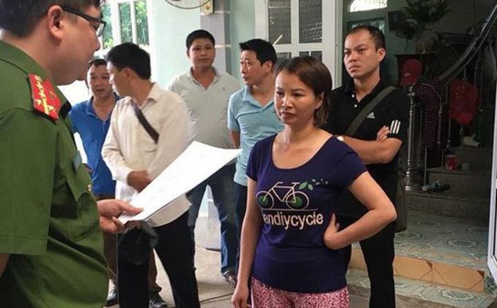 Mẹ nữ sinh giao gà ở Điện Biên nói gì khi bị bắt khẩn cấp?