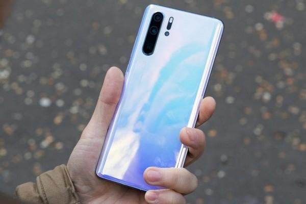 Giá thu mua Huawei P30 Pro giảm sốc chỉ còn 130 USD ở Anh, mất 90% giá trị