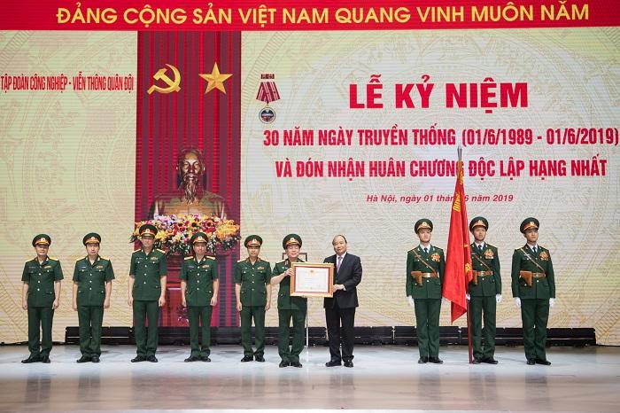 Thủ tướng Chính phủ trao Huân chương Độc lập Hạng nhất cho Tập đoàn Viettel.