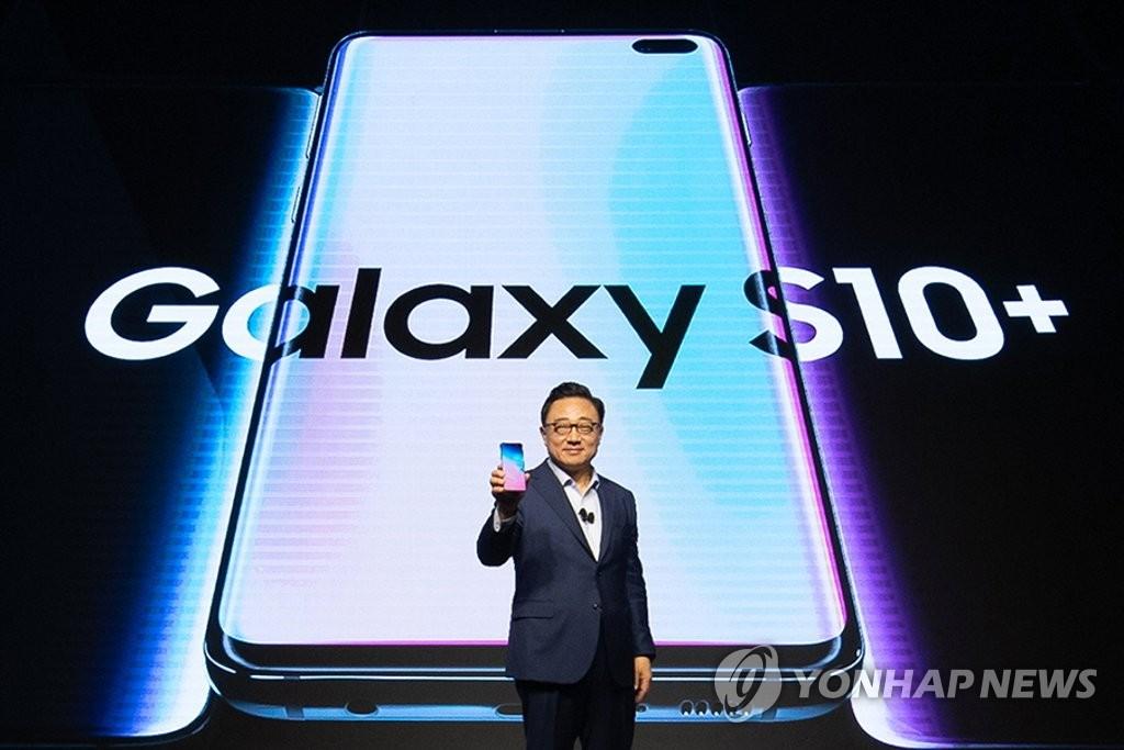 Kỹ thuật chế tạo màn hình OLED đục lỗ của Galaxy S10 sắp bị BOE bắt kịp
