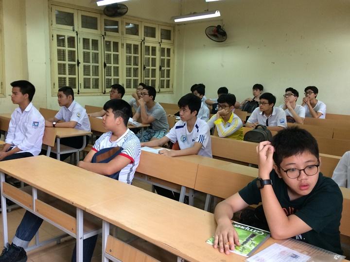 Đề toán thi vao lớp 10 khó, nhiều học sinh tại Hà Nội lo không đạt điểm cao