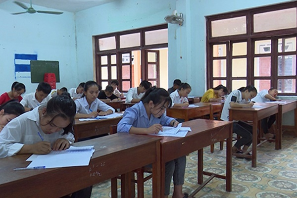 Vì sao 6.400 thí sinh thi vào lớp 10 ở Quảng Bình phải thi lại môn Văn?