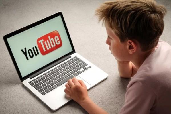 Phản ứng của YouTube về việc video thay bỉm tã em bé lọt vào chủ đề nội dung người lớn