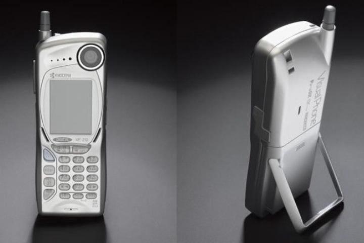 Lúng túng xác định đâu là chiếc điện thoại chụp ảnh đầu tiên