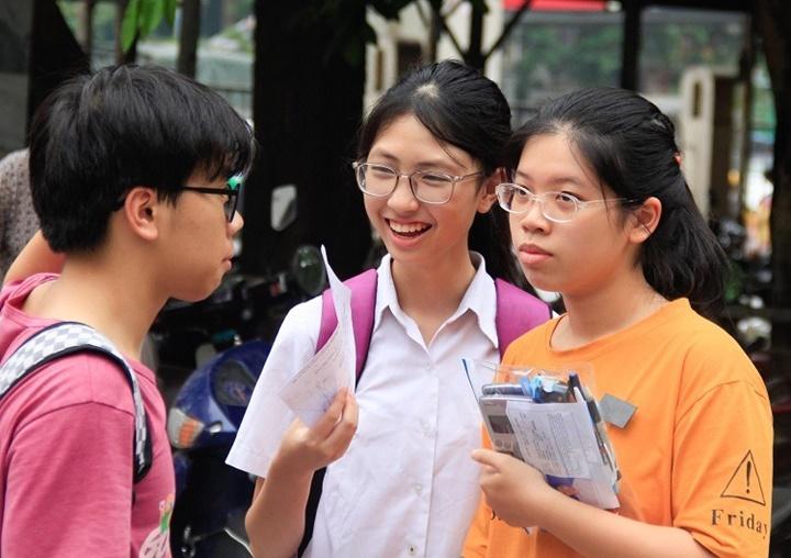 Trường THPT chuyên đầu tiên ở Hà Nội công bố điểm chuẩn
