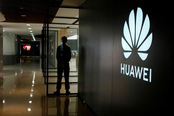 Diễn biến mới nhất về điện thoại Huawei: smartphone mới không thể cài Facebook, Instagram, Whatsapp
