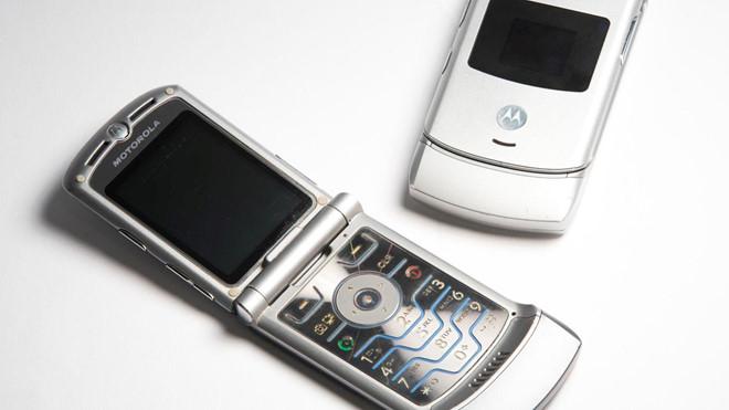 Đồng ý dùng điện thoại nắp gập 1 tuần, được tặng ngay 1.000 USD