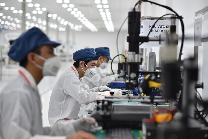 VinGroup động thổ nhà máy smartphone thứ 2 ở Hòa Lạc, sản xuất thuê cho cả hãng khác