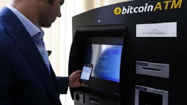 Cây ATM Bitcoin bị lỗi, tự nhiên phun tiền mặt xối xả