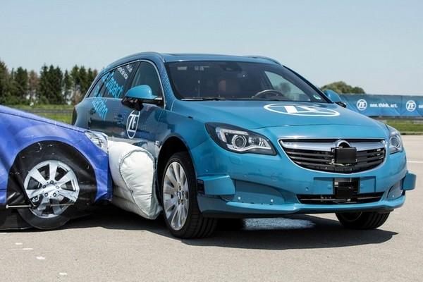 Đã có hệ thống túi khí mới nằm ngoài xe hơi, bảo vệ xe khỏi va chạm chỉ trong nháy mắt