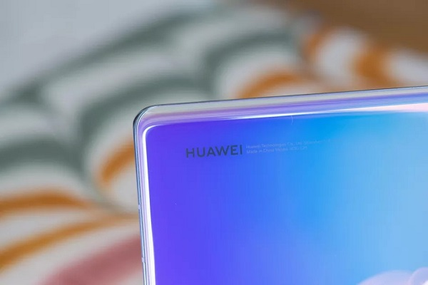 Điện thoại Huawei hiện quảng cáo trên màn hình khóa, người dùng giận dữ