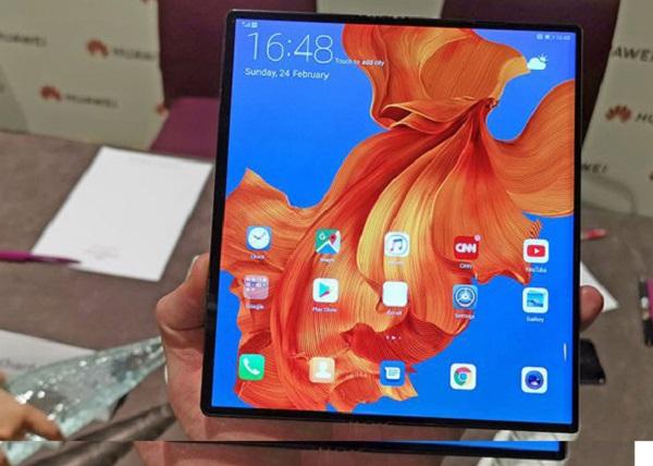 Lệnh cấm Huawei gọi tên thêm một nạn nhân: smartphone màn hình gập 60 triệu đồng