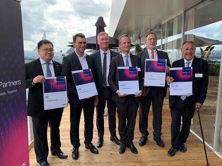 FPT trở thành đối tác chuyển đổi số ngành hàng không toàn cầu của Airbus