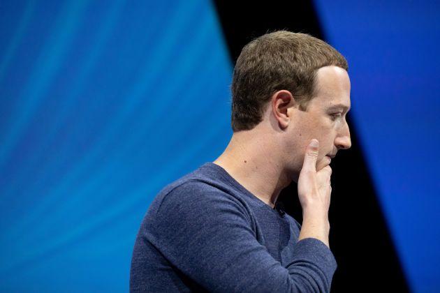 """Nhân viên không yêu mến Mark Zuckerberg như trước, nhưng vẫn còn """"đỡ bị ghét hơn"""" Tim Cook của Apple"""