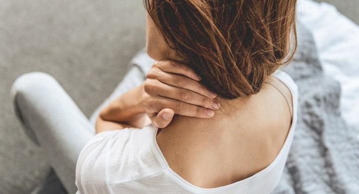 7 động tác đơn giản tự làm để phòng bệnh về cổ do cúi xuống dùng Smartphone - ảnh 2