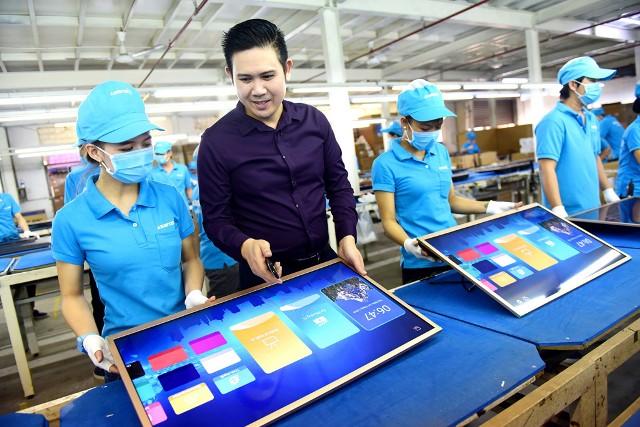 """Các nhà bán lẻ điện máy """"chờ thông tin chính thức"""" về vụ Asanzo 'hàng Trung Quốc đội lốt Việt Nam'"""