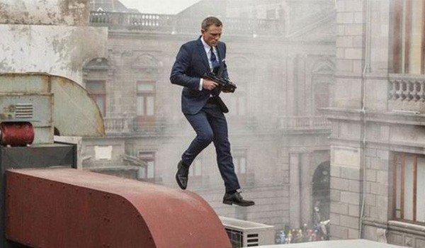"""Nhìn lại """"lịch sử"""" các vụ tai nạn trên trường quay loạt phim James Bond"""