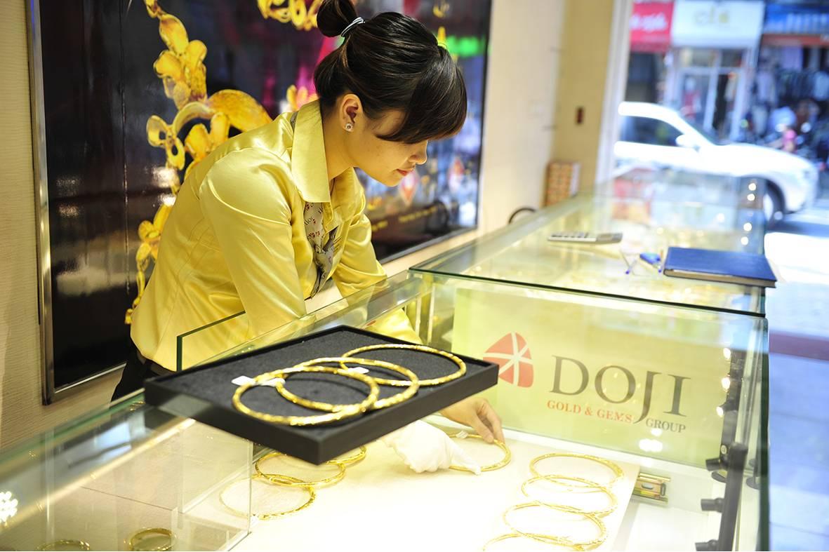 Vì sao giá vàng tăng 'phi mã' liên tiếp, vượt mốc 39 triệu đồng/lượng