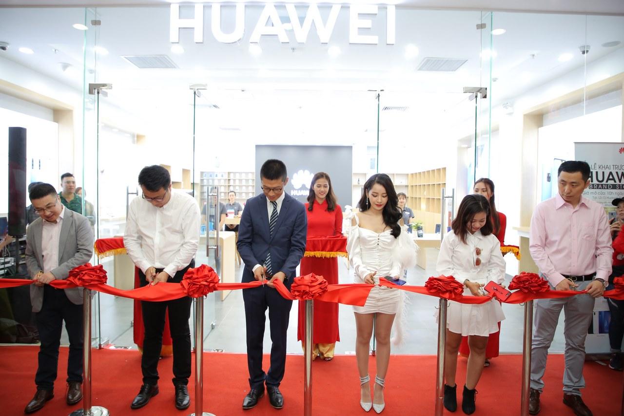 """Huawei bất ngờ """"thay tướng"""" mảng di động tại Việt Nam, tiếp tục mở thêm cửa hàng trải nghiệm thứ 6"""