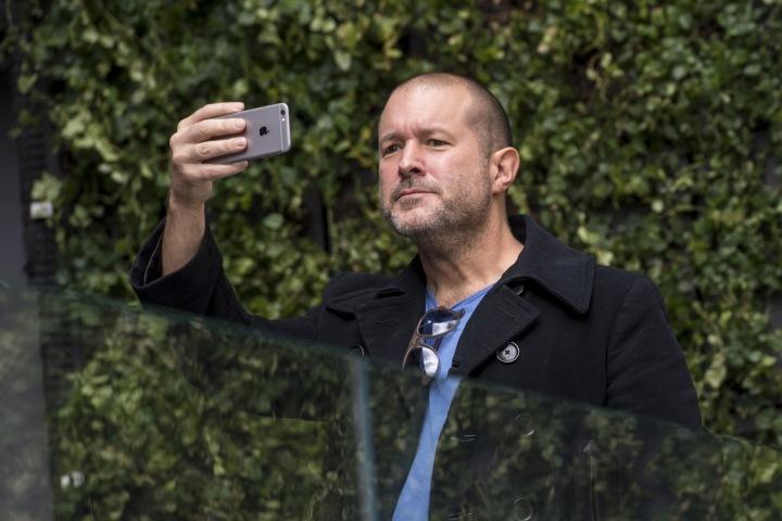 Giá trị thị trường Apple bốc hơi 9 tỷ USD sau khi giám đốc thiết kế Jony Ive ra đi