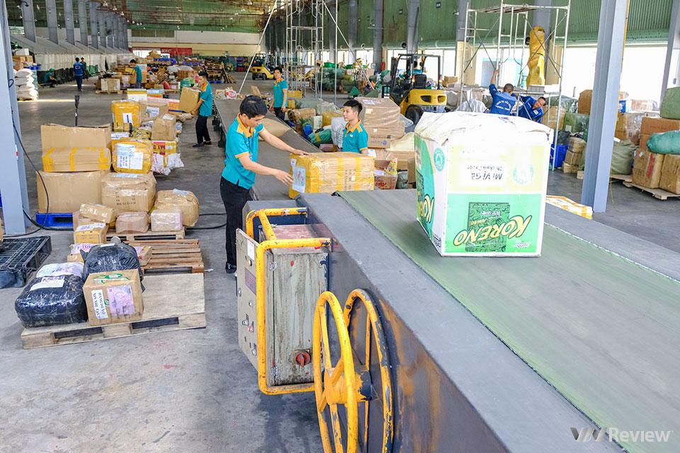 Đột nhập trung tâm chia chọn bưu phẩm tự động lớn nhất Việt Nam của Viettel Post - Ảnh 9.