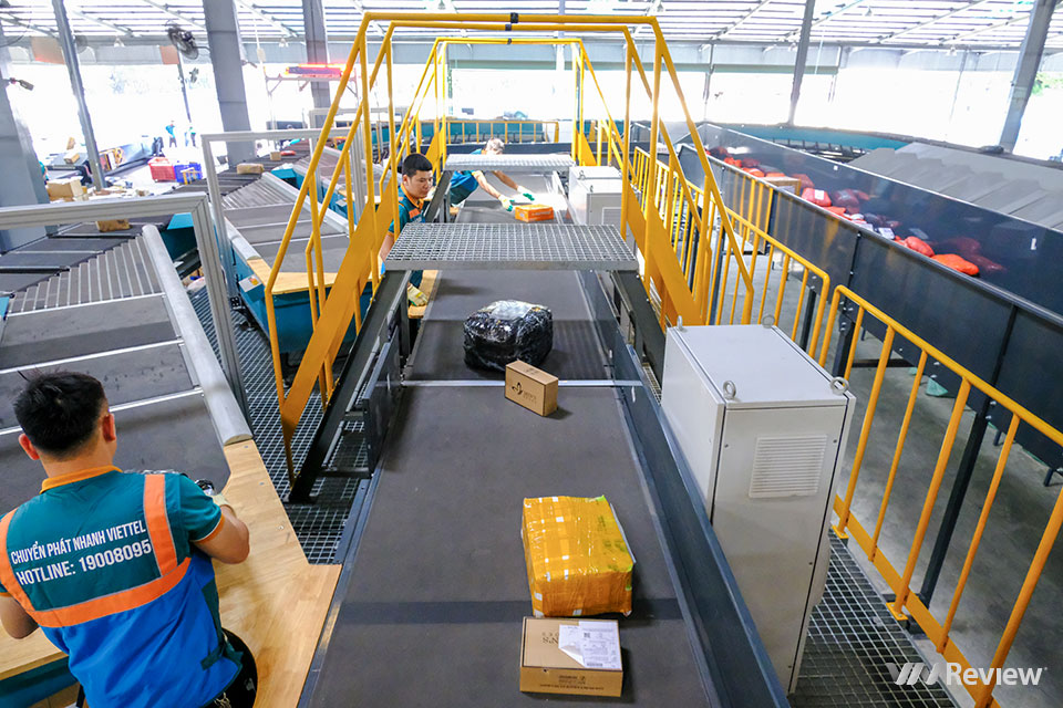 Đột nhập trung tâm chia chọn bưu phẩm tự động lớn nhất Việt Nam của Viettel Post - Ảnh 3.