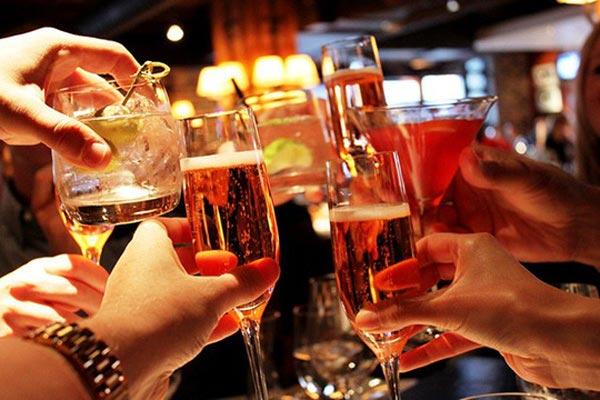 Nhiều cơ quan Mỹ đề nghị cần gắn mác gây ung thư lên đồ uống có cồn
