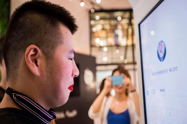 Ám ảnh về bề ngoài phải ưa nhìn, Trung Quốc đưa cả hiệu ứng làm đẹp vào ứng dụng thanh toán
