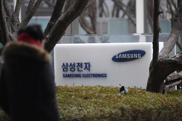 Được Apple đền bù 800 tỷ Won, lợi nhuận của Samsung vẫn giảm mạnh