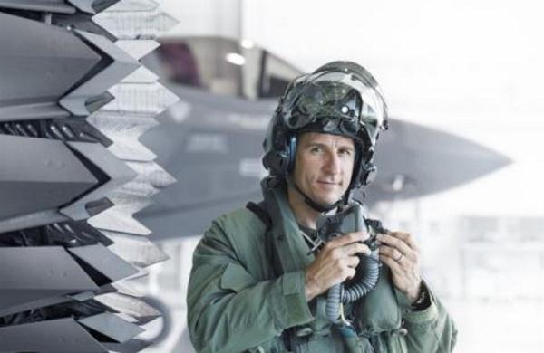 Phi công Mỹ bị robot đánh bại trong không chiến