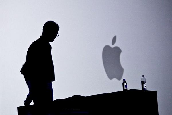 """Bill Gates tin rằng Steve Jobs đã sử dụng """"bùa chú"""" để mê hoặc người dùng"""