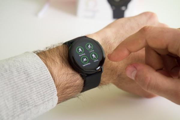 Tính năng tuyệt vời nhất của Apple Watch Series 4 sắp có mặt trên smartwatch Samsung