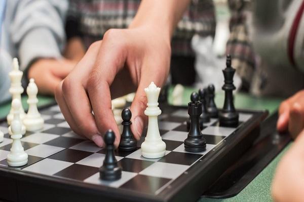 Đa số mọi người nghĩ chơi cờ sẽ khiến chúng ta thông minh hơn, nhưng sự thật có phải như thế?