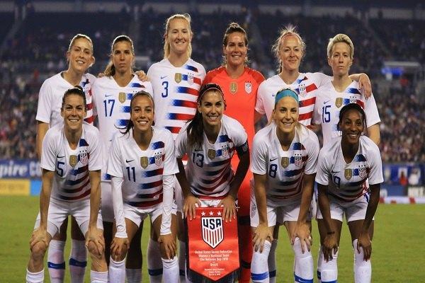 Đội tuyển World Cup nữ của Mỹ được hàng ngàn người hâm mộ chào đón tại quê nhà New York