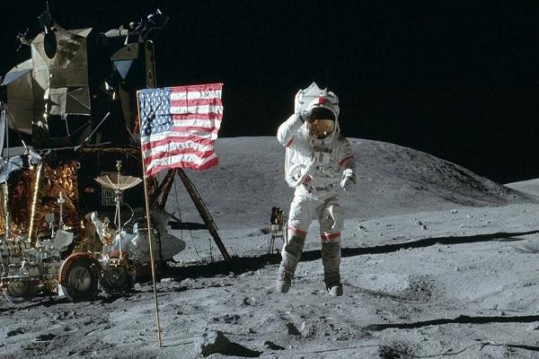 Lí do cảnh phi hành gia Mỹ đặt chân lên mặt trăng không thể bị làm giả