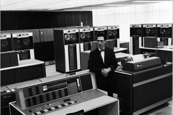 'Cha đẻ' mật khẩu máy tính qua đời ở tuổi 93