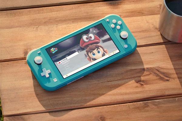 So sánh Nintendo Switch Lite và iPod Touch 2019: Chơi game đơn thuần hay giải trí đa năng?
