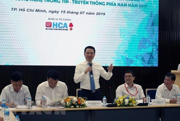 """Bộ trưởng Nguyễn Mạnh Hùng muốn doanh nghiệp tạo ra """"mạng xã hội mới thay Facebook"""""""