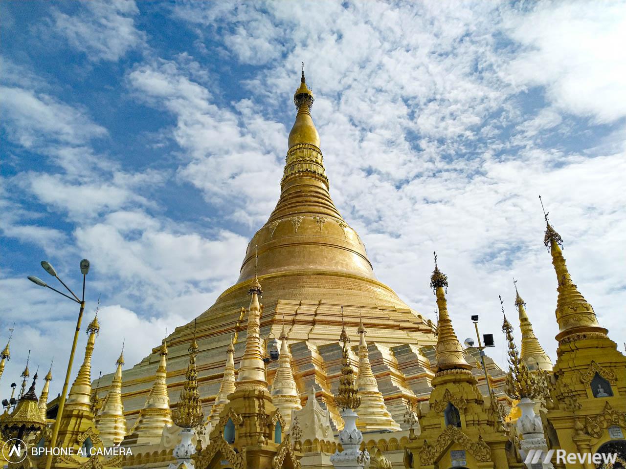 Ngắm ngôi chùa dát 90 tấn vàng ở Myanmar qua ống kính Bphone 3