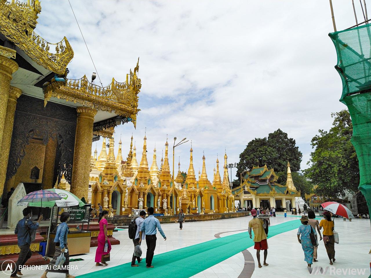 Ngắm ngôi chùa dát 90 tấn vàng ở Myananmar qua ống kính Bphone 3