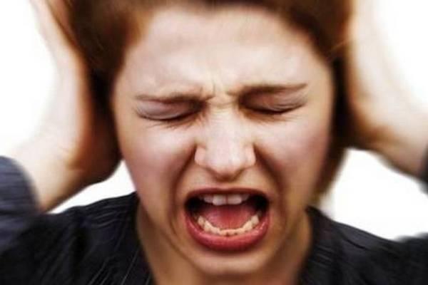 """Misophonia: Hội chứng kỳ lạ khiến người mắc """"dị ứng"""" với tiếng nhai chóp chép và cả tiếng thở"""