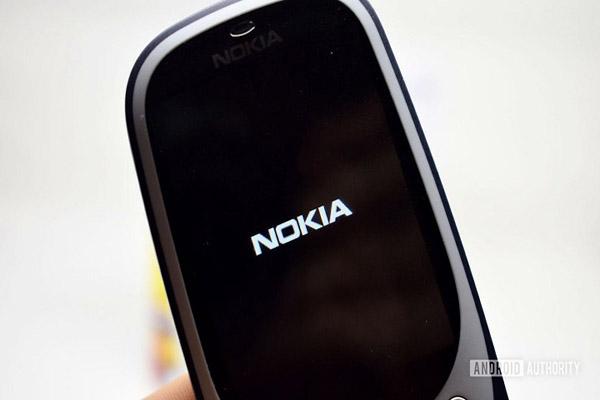 """Xuất hiện ảnh chụp thực tế điện thoại """"cục gạch Nokia 220"""" chạy Android"""
