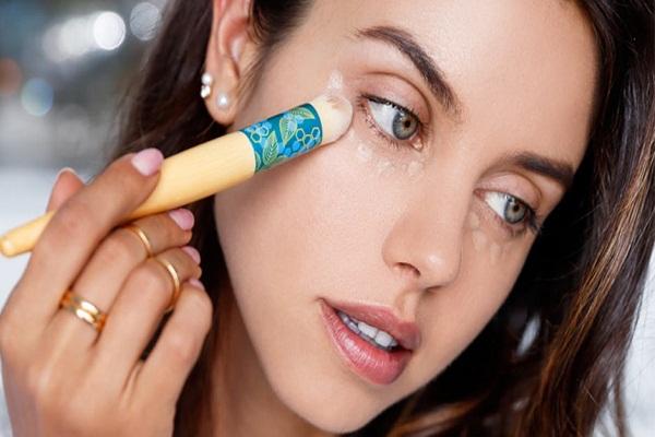 Cách che quầng thâm mắt hiệu quả