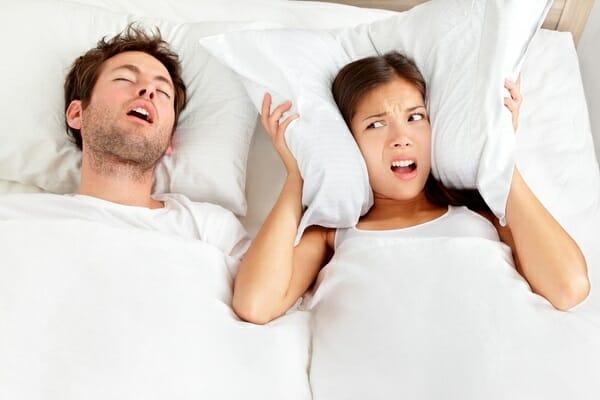 Vợ chồng có nên ngủ riêng không?